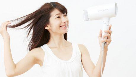 前髪のくせ毛を直してまっすぐヘアーに!くせ毛の原因や直し方について