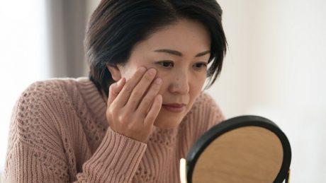 お肌のたるみが気になる女性におすすめの改善方法!
