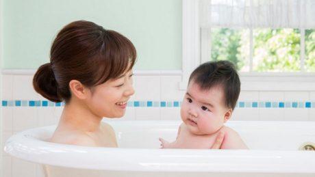 赤ちゃん用お風呂マット!人気定番3タイプの特徴とお手入れのコツ
