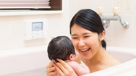 【首すわり前】赤ちゃんのお風呂のポイントや準備しておきたいグッズを紹介