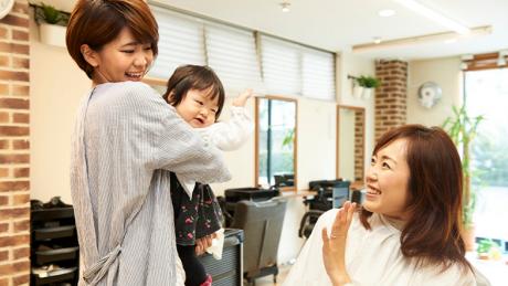 【ママ必見】産後の美容院はいつからOK_カラー・パーマなどメニューごとに紹介