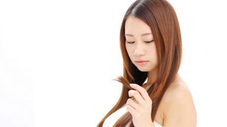 ストレスが原因で枝毛ができる?正しい枝毛処理とヘアケアを紹介