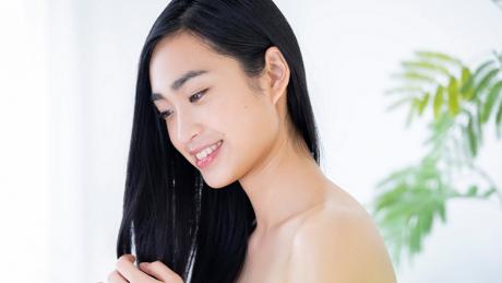 ごわつく髪に悩む方へ~広がるゴワゴワ髪の要因と、おすすめケア方法を紹介